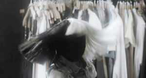 Sia представила клип на песню Move Your Body: фирменный парик, танцы и отсутствие Мэдди Зиглер