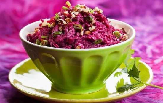 Рецепты салатов из свёклы с майонезом и яйцами, рыбой, грибами, фасолью