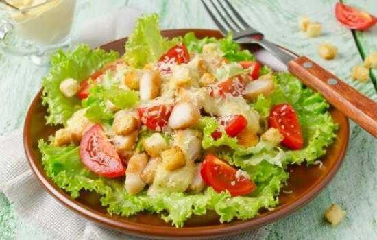 Как приготовить вкусный салат Цезарь с майонезом