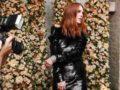 Джулианна Мур вчерном бархатном мини-платье напрезентации вНью-Йорке