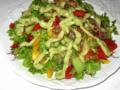 Овощной салат с соусом из авокадо