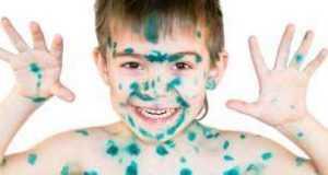 Как отмыть зелёнку с кожи и ногтей