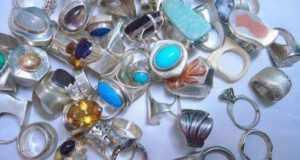 Что подарить женщинам: 30 вариантов подарков на 8 Марта