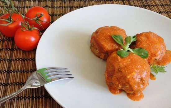 Тефтели с рисом (пошагово) – привлекательные шарики в соусе.