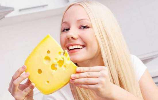 Можно ли кормящим мамам сыр: его польза и вред.