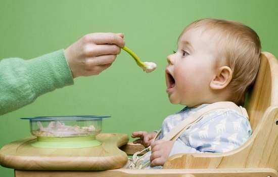 Нормы питания: сколько творога можно ребенку до года и после?